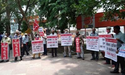 20210723_Delhi_Defence_workers_demo_placards_400
